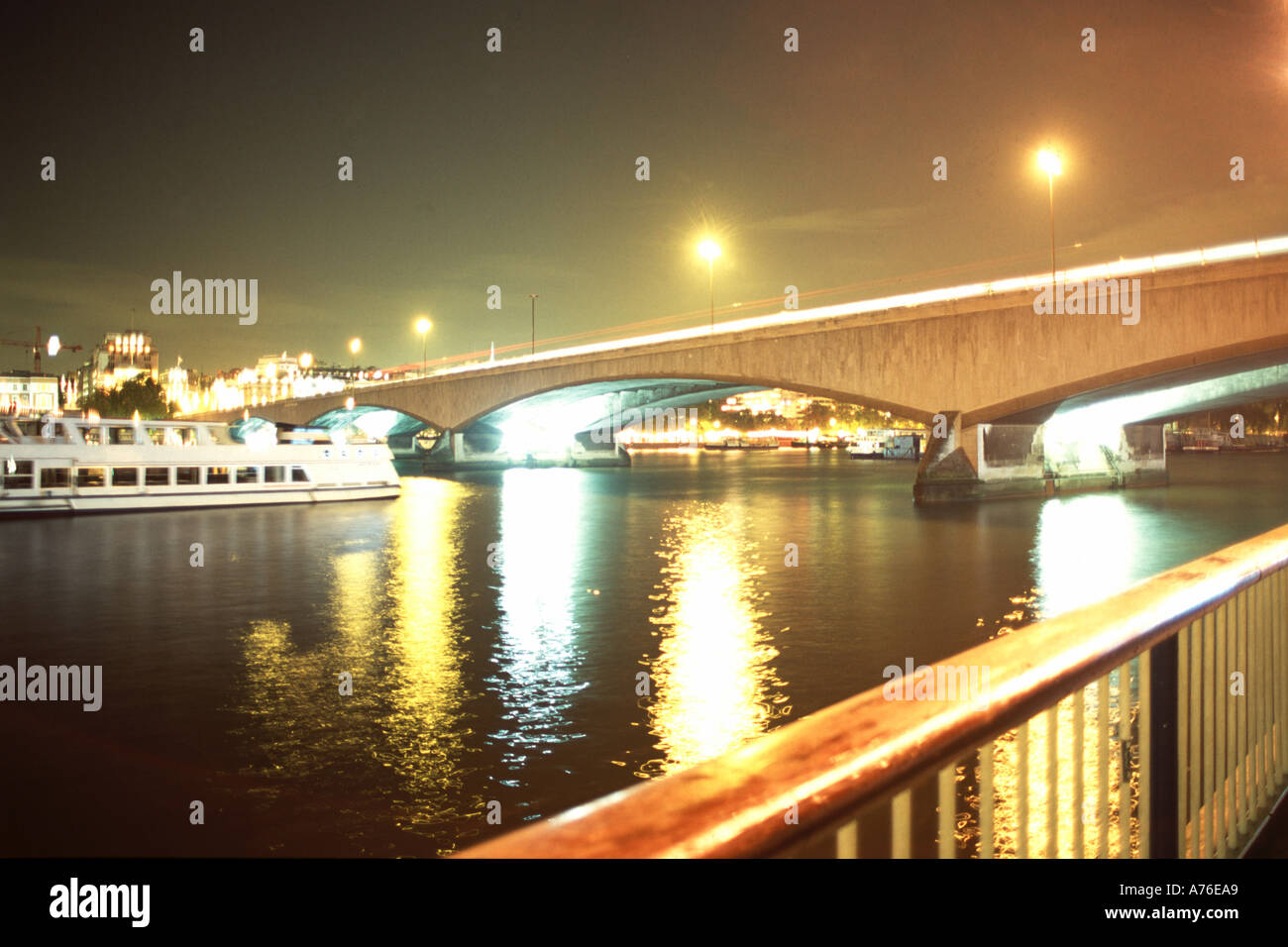 London Embankment view over River Thames with bridge with time lapse traffic - Stock Image