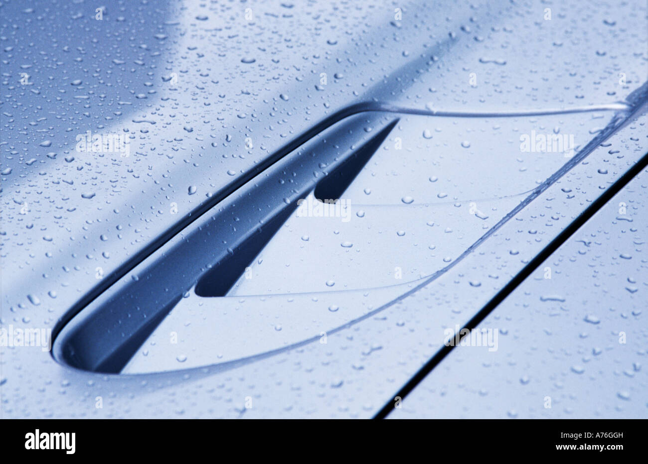 Close up of Maserati 3200 GT of bonnet grill covered in rain - Stock Image
