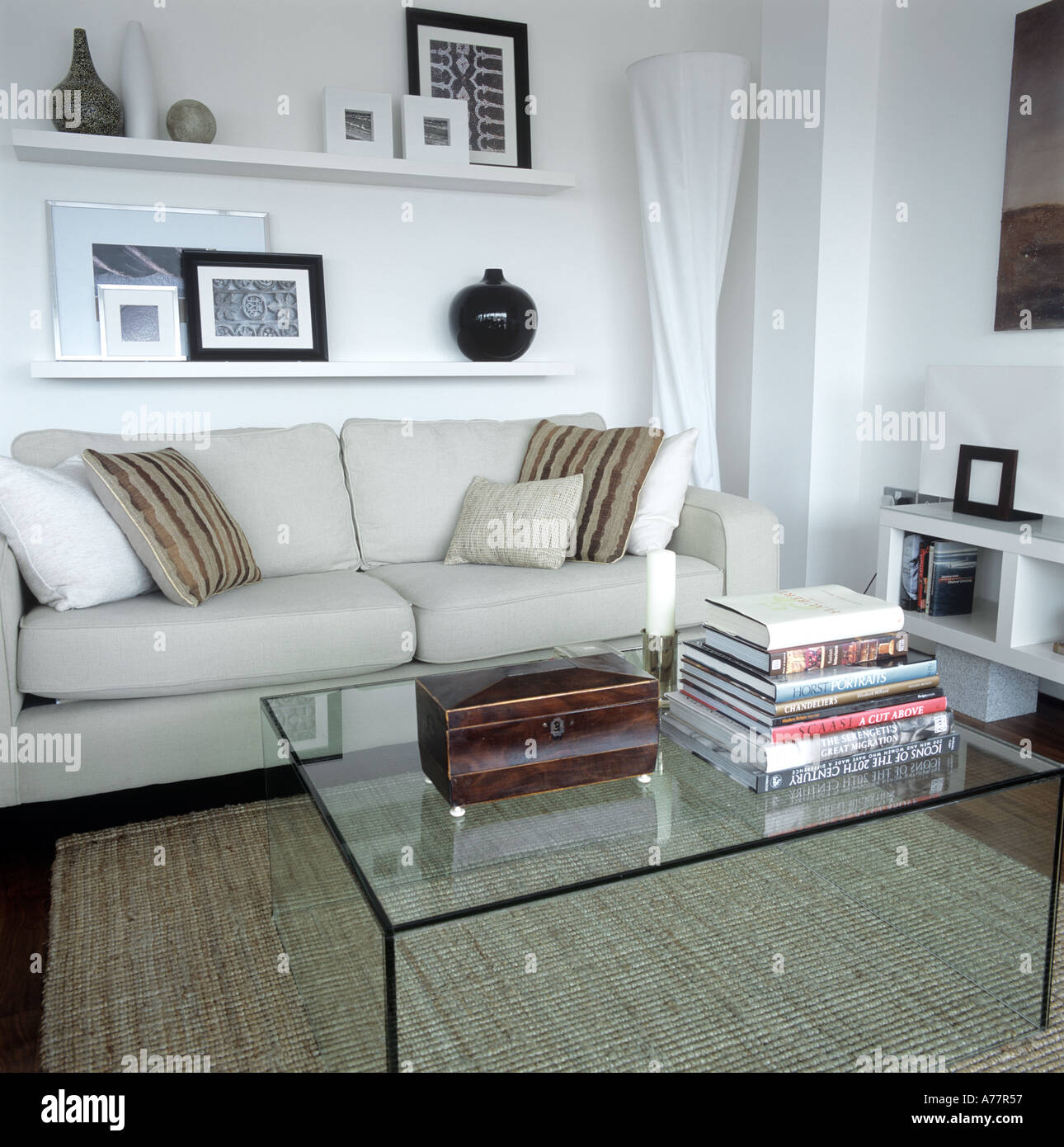 Peachy White Painted Comfortable Contemporary Living Room With Sofa Machost Co Dining Chair Design Ideas Machostcouk