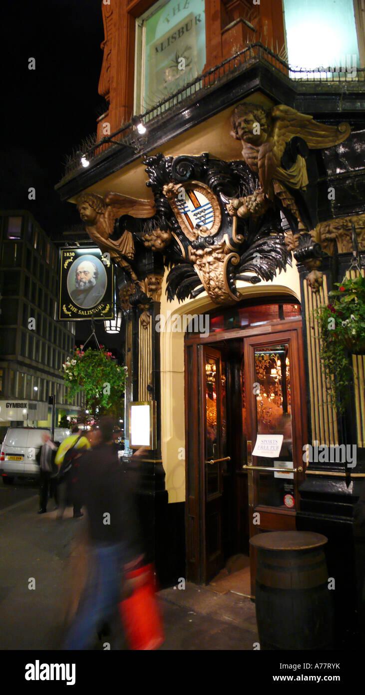 Pub Covent Garden Traditional Stock Photos & Pub Covent Garden ...
