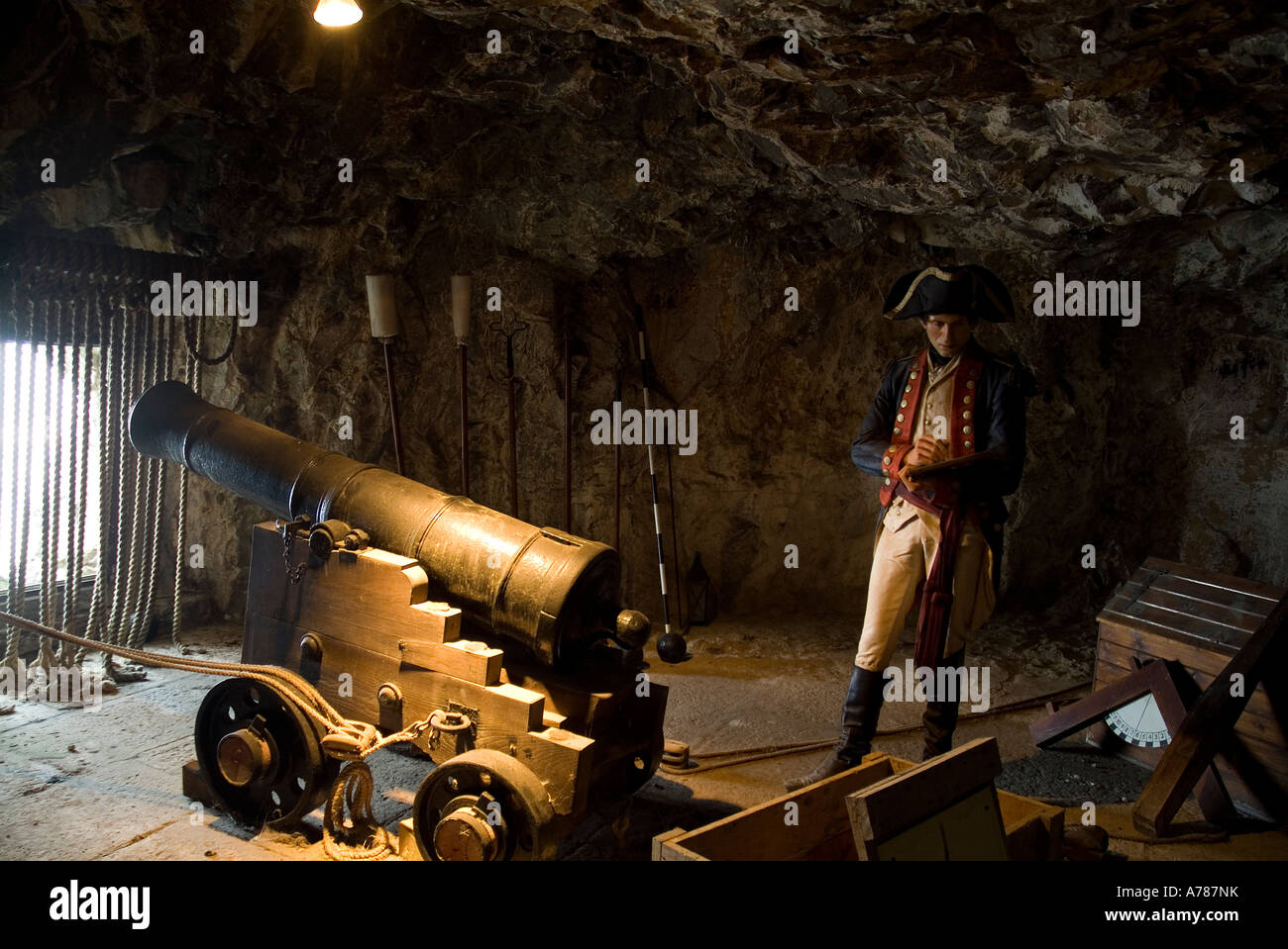 dh The Great Siege Tunnels ROCK OF GIBRALTAR GIBRALTAR Waxwork British soldier and seige gun - Stock Image