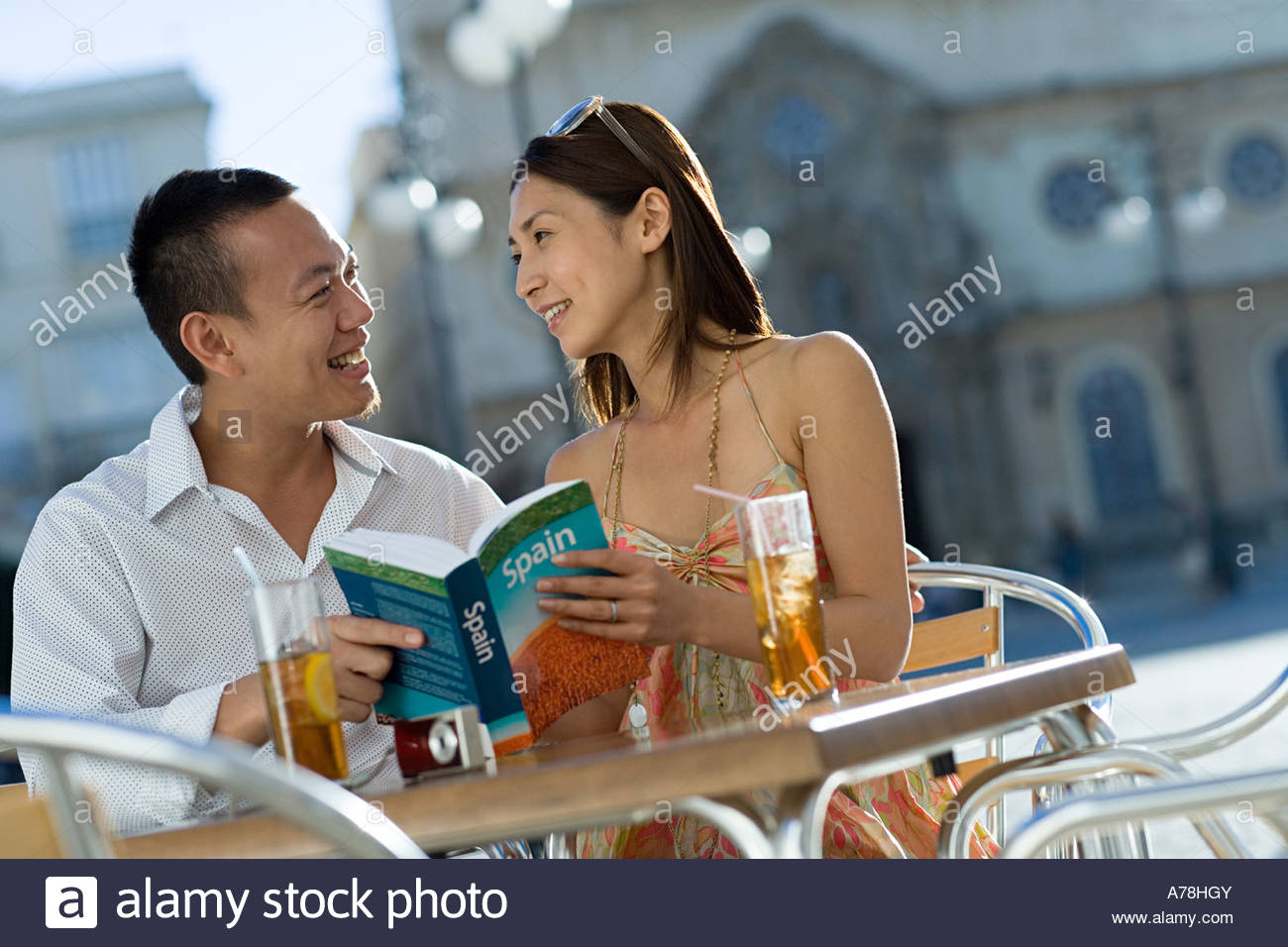 Couple looking at tour guide - Stock Image