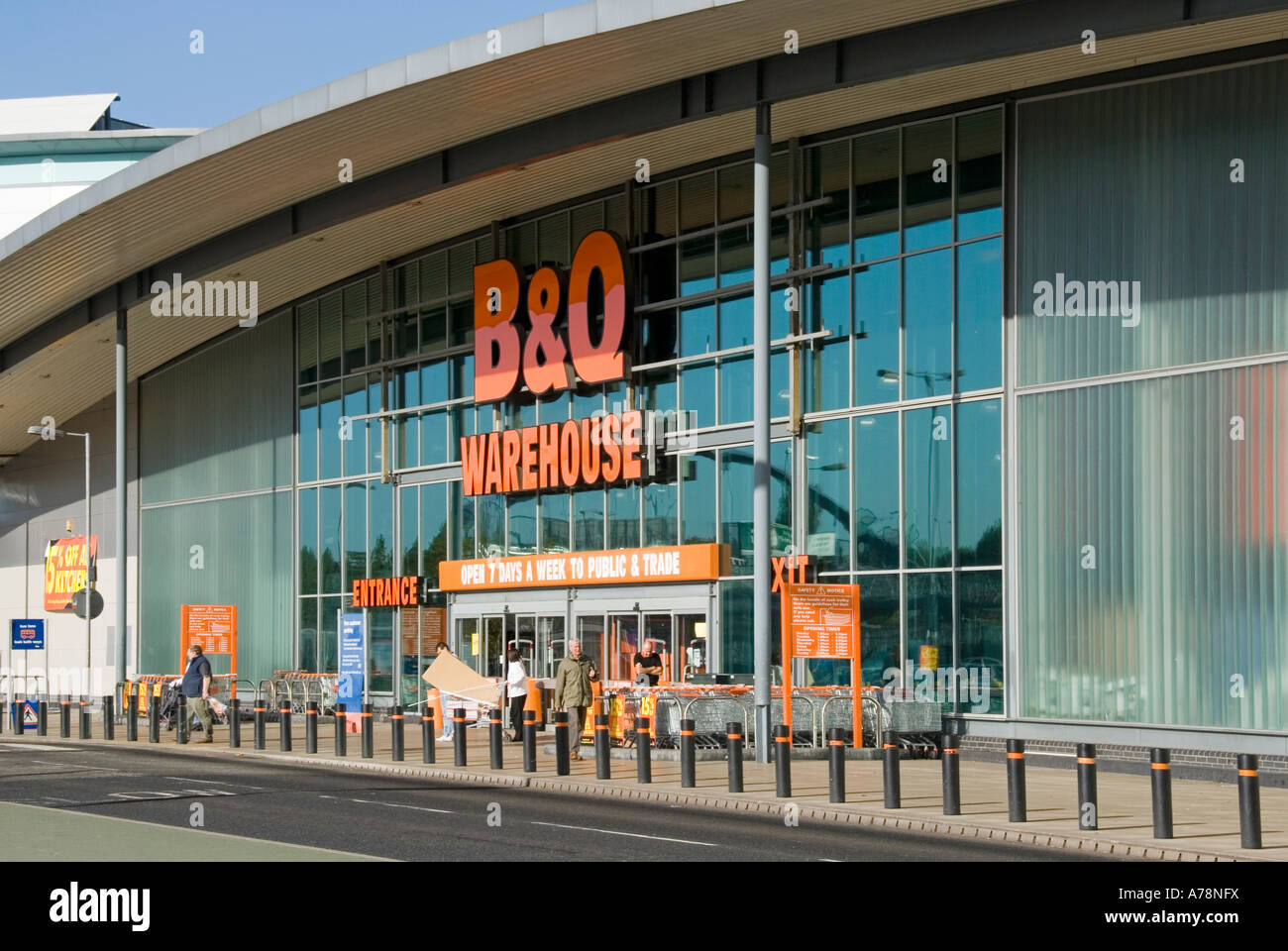 South london entrance to bq do it yourself warehouse store in south london entrance to bq do it yourself warehouse store in retail shopping park includes bollards to reduce ram raid risk solutioingenieria Images
