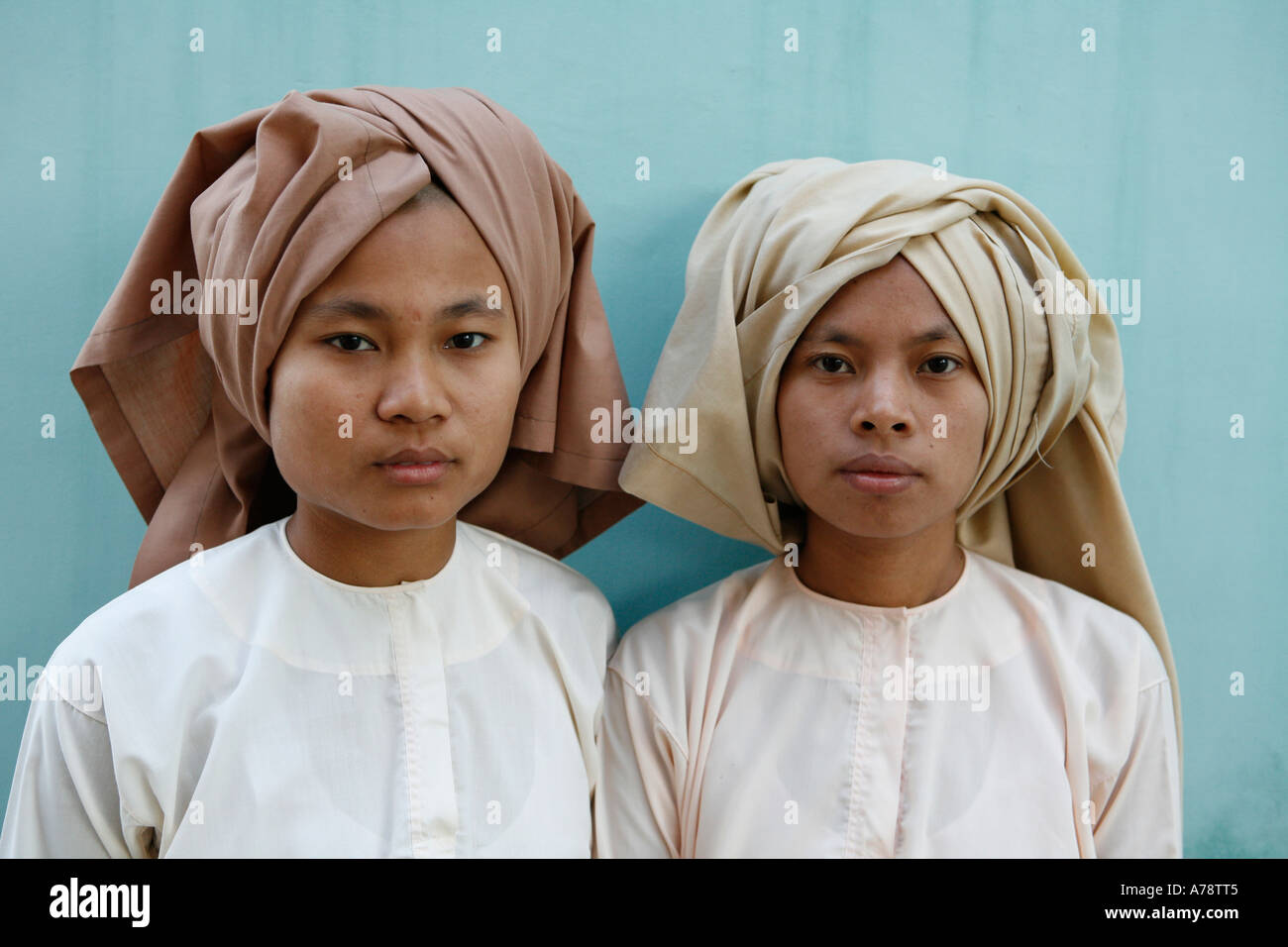 Portrait of two Buddhist nuns early morning cad73d719f6