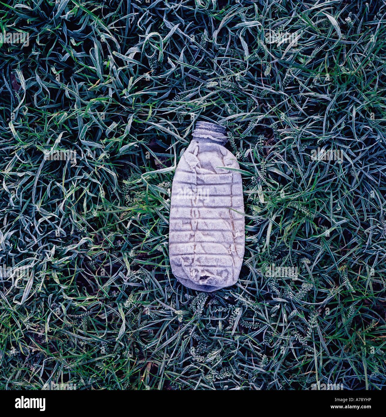 Plastic bottle on the ground - Stock Image
