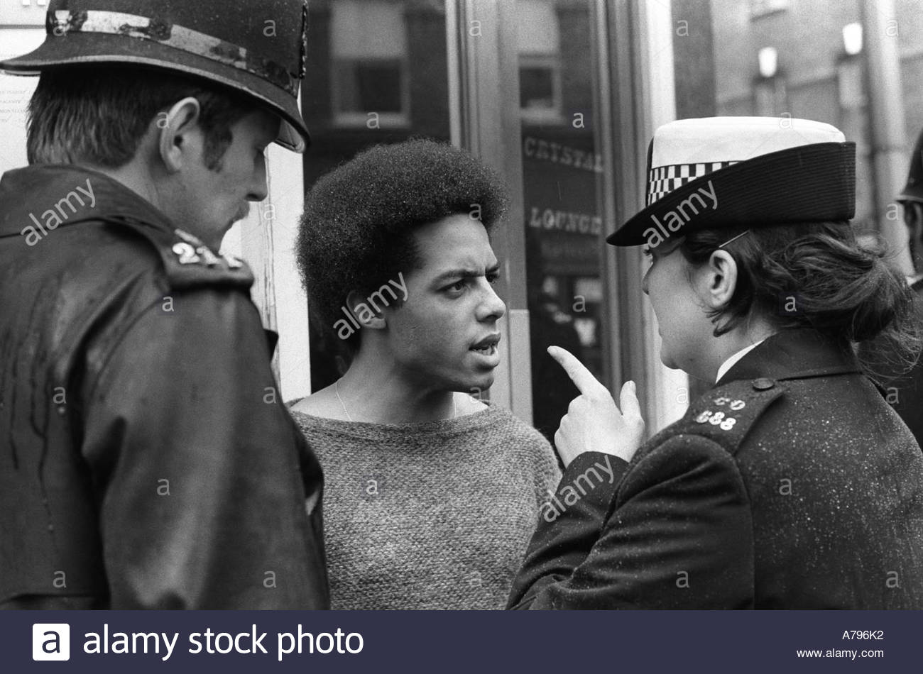 SPG Special Patrol Group  Police give a warning to  a coloured youth after a Stop and Search Sus Law Chelsea  London England 1977 1970s HOMER SYKES - Stock Image