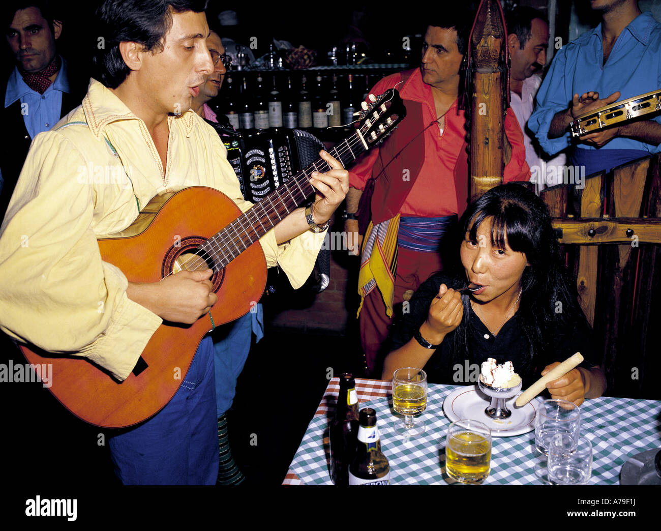 Canzone singer serenades Japanese tourist in Rome Italy restaurant - Stock Image