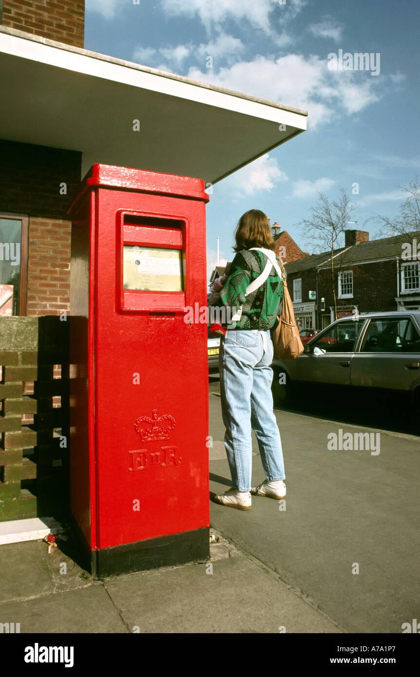 Cheshire Knutsford rectangular post box - Stock Image