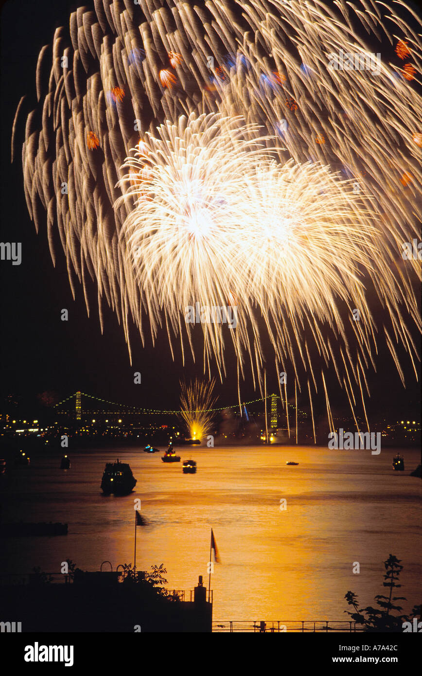 Fireworks on Hudson July 4 2000 Manhattan New York - Stock Image