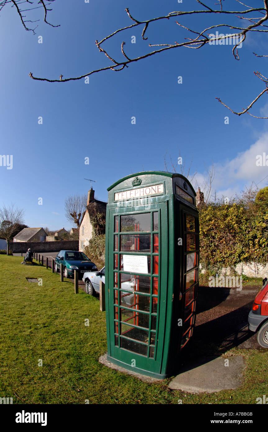 Green telephone box or kiosk, Britain, UK - Stock Image