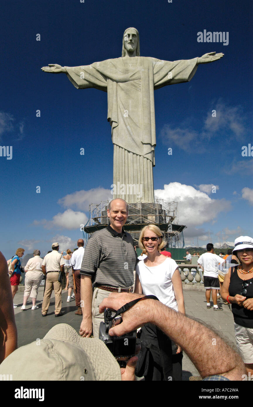 Tourists and Statue of Christ the Redeemer, Corcovado Mountain, Rio de Janeiro - Stock Image