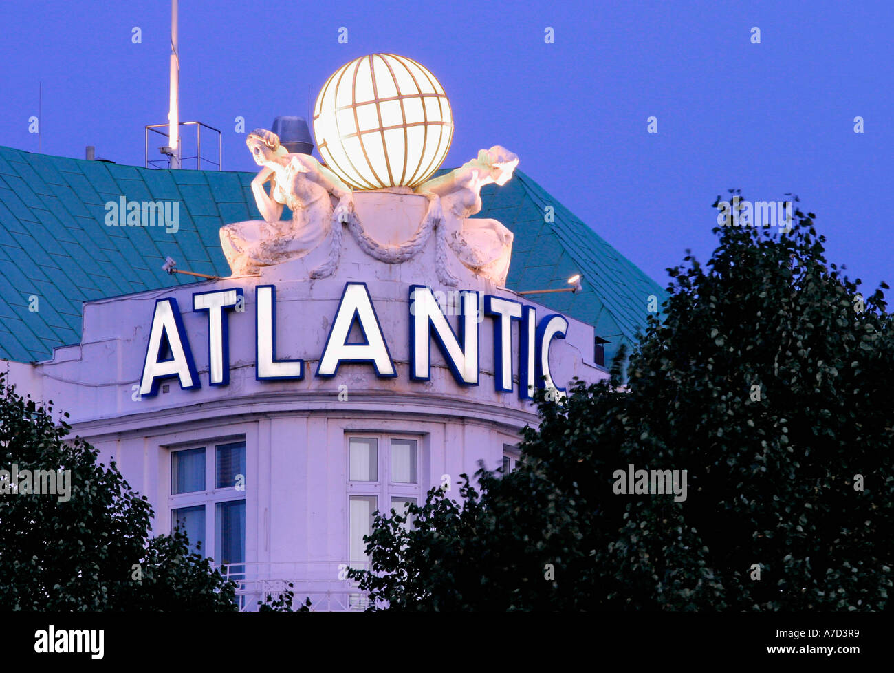 4021 Germany Hamburg the Hotel Atlantic located at the Aussenalster - Stock Image