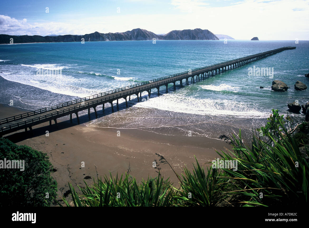 New Zealand s Longest Pier Tolaga Bay Eastland - Stock Image