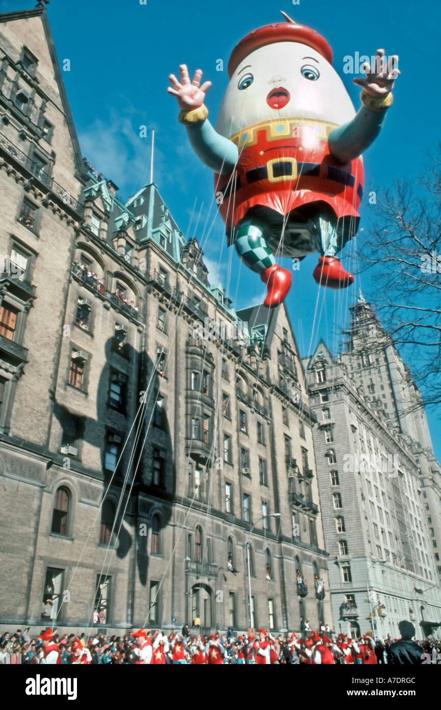 """New York, NY, USA, Public Events, Giant Balloon """"Humpty Dumpty"""" Character Macy's Thanksgiving Day Parade Helium Stock Photo"""