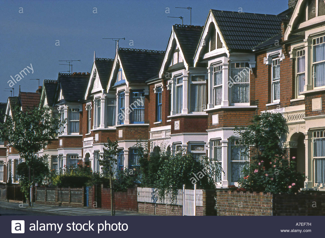 row-of-british-suburban-houses-A7EF7H.jpg?profile=RESIZE_400x