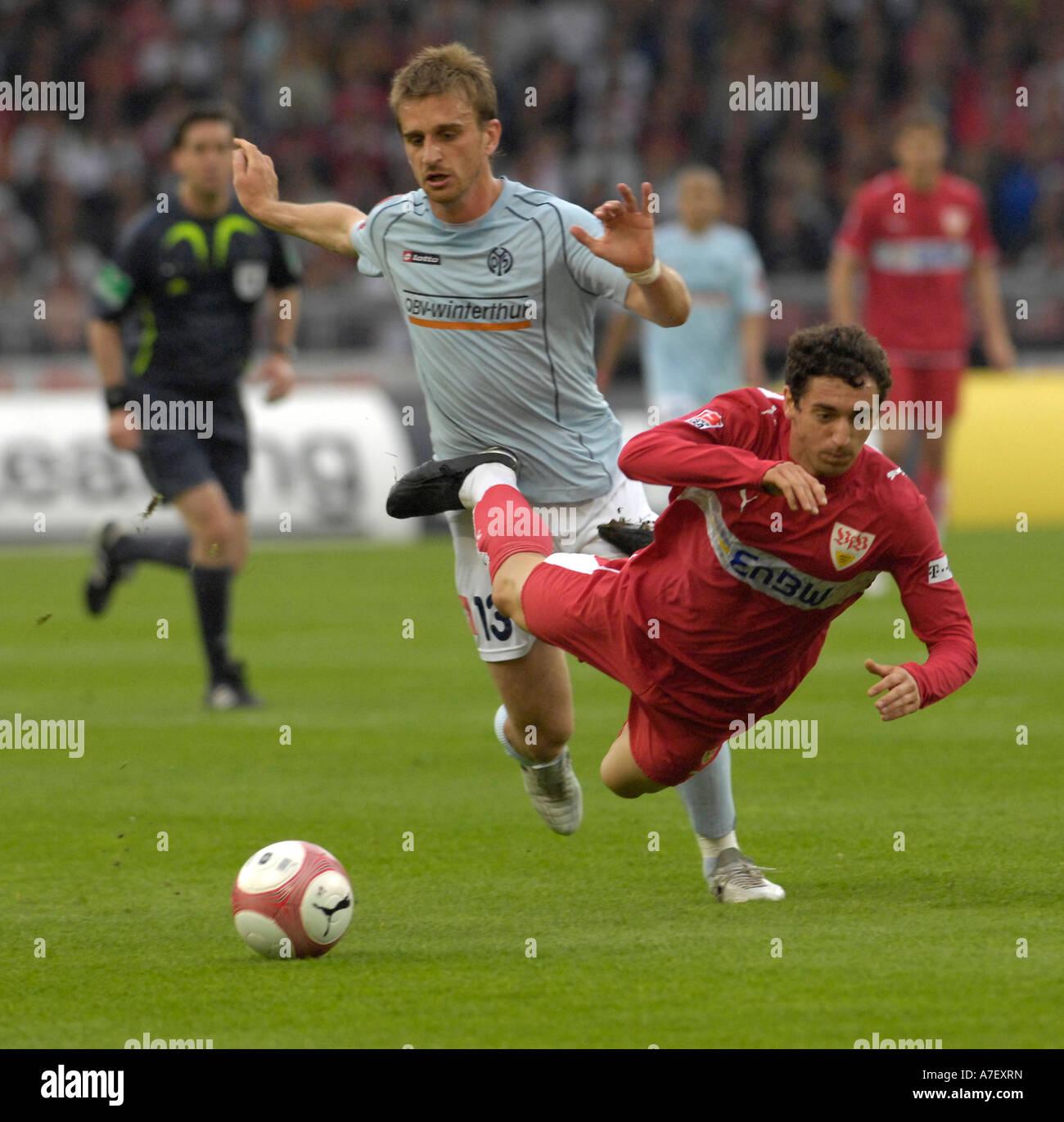 Milorad PEKOVIC FSV Mainz 05 (left) fouls Roberto HILBERT VfB Stuttgart - Stock Image