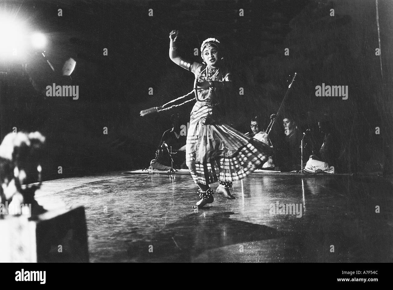 Bharatanatyam Dancing Black And White Stock Photos Images Alamy