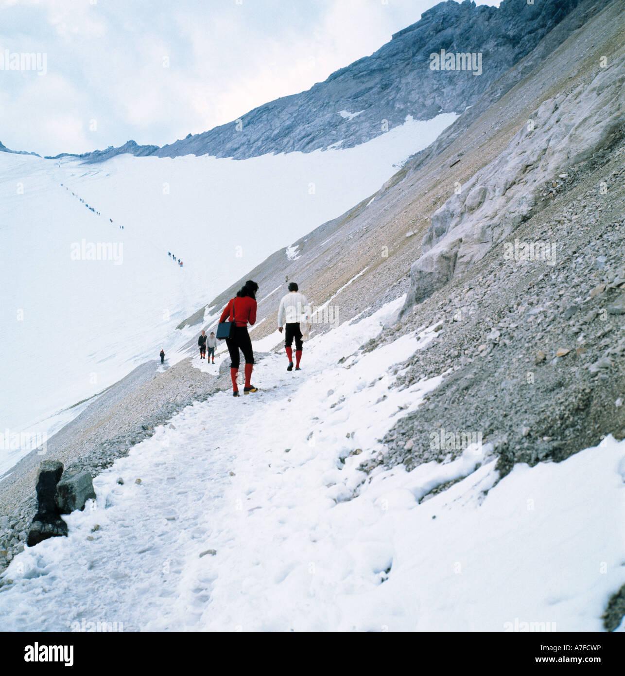 D-Garmisch-Partenkirchen, Zugspitze, Wetterstein mountains, Werdenfels Country, Alps, Upper Bavaria, Bavaria, tourists - Stock Image