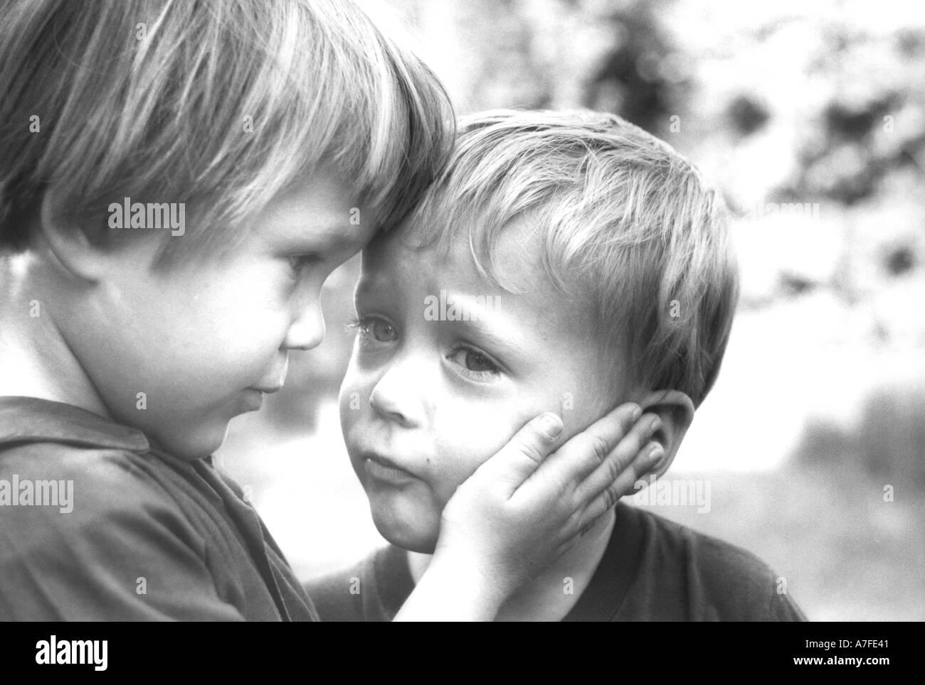 2 брата сосут члены друг друга
