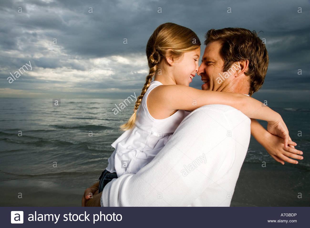 Секс с папулей фото, Фотографии Русский инцест - отец и дочь 5 альбомов 13 фотография