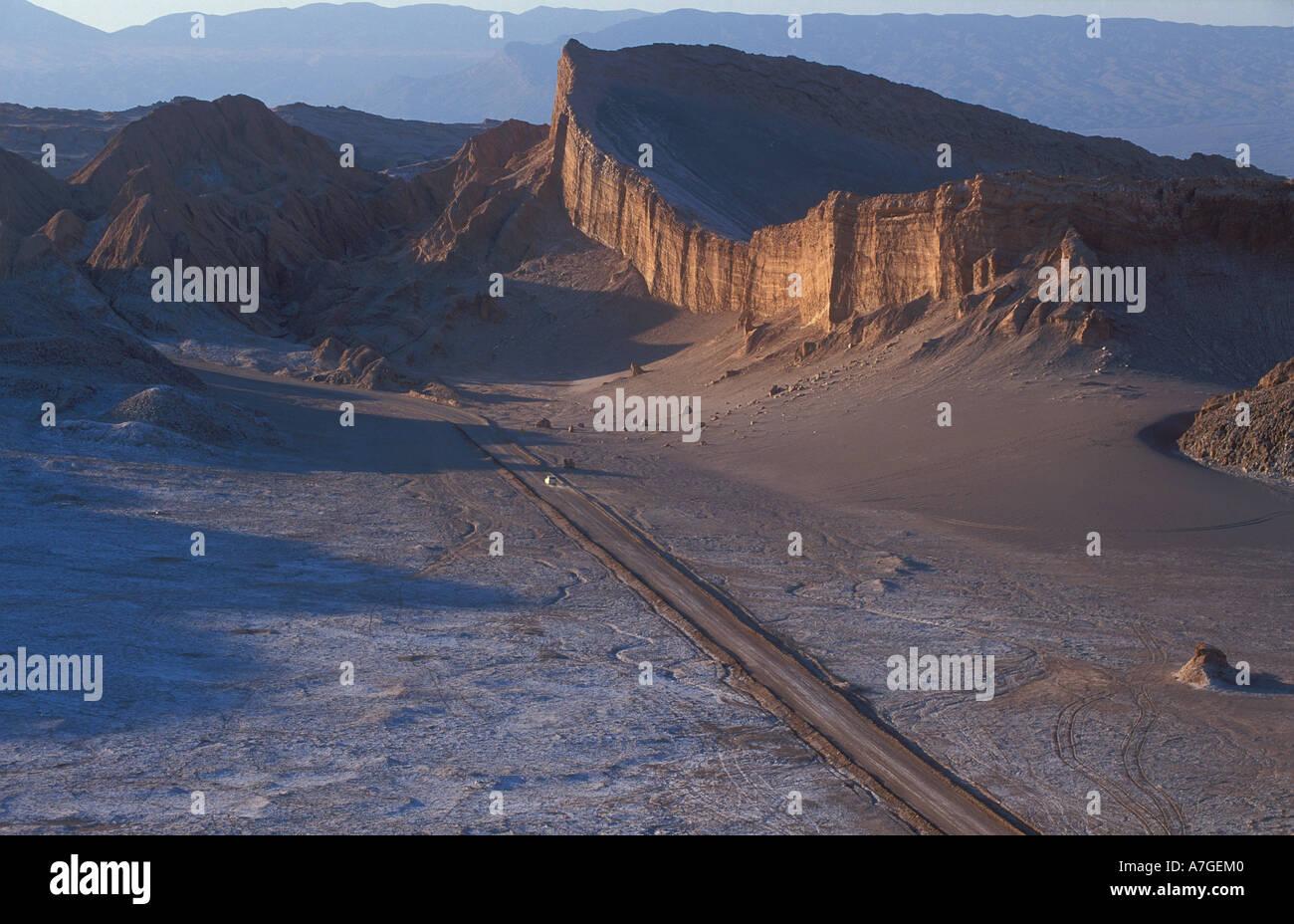car on road through Valle du la Luna nr Sand Pedro de Atacama Atacama Desert Chile - Stock Image