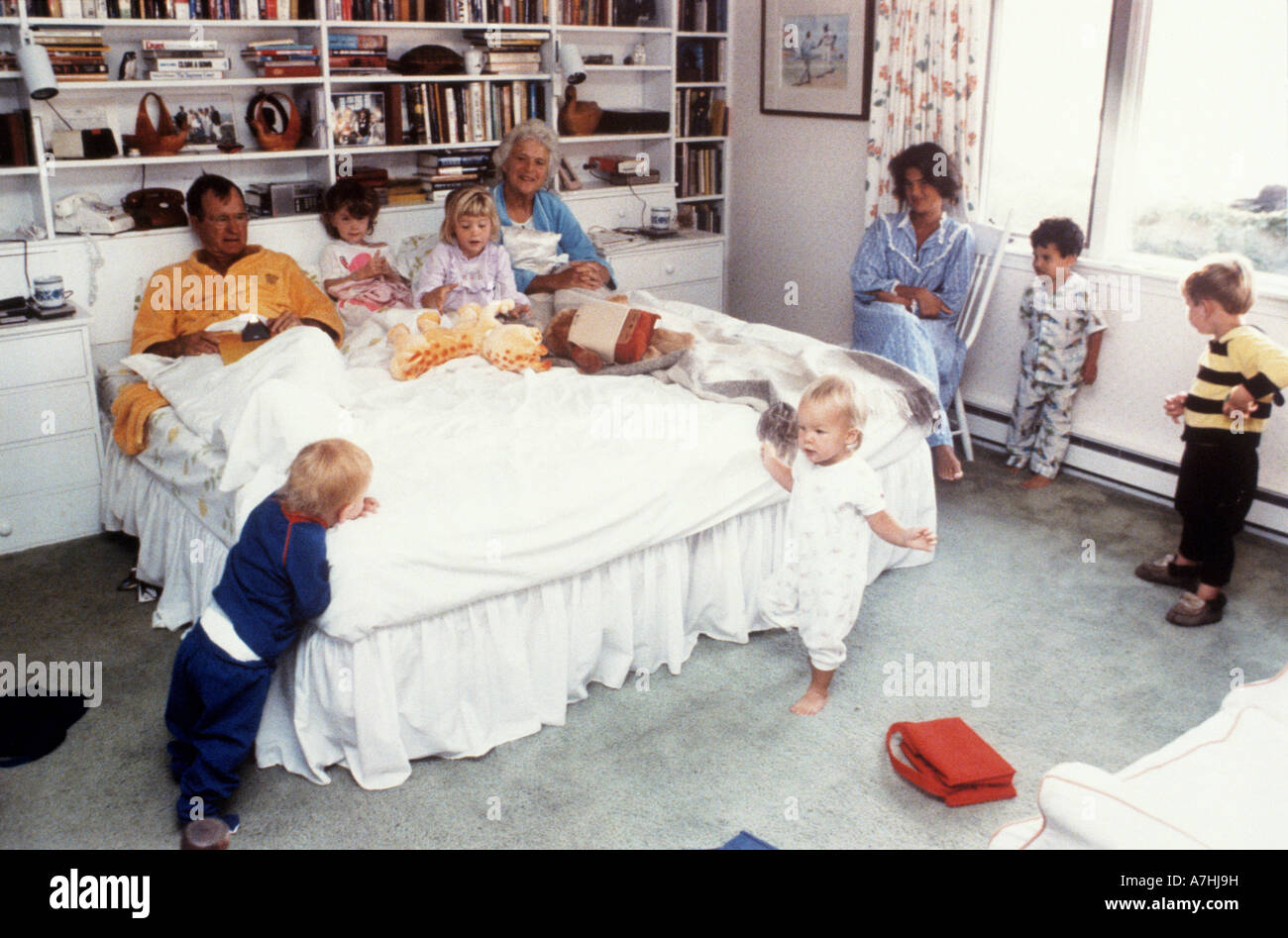 GEORGE BUSH and wife Barbara with their children while President of the USA - Stock Image