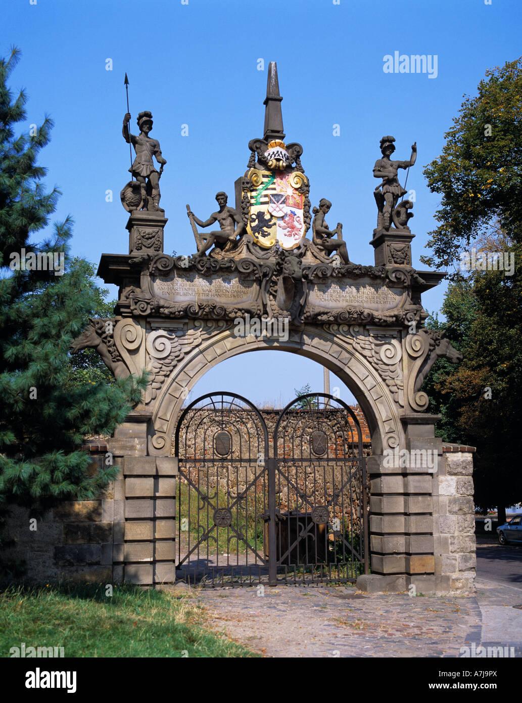 Renaissanceschloss Hartenfels in Torgau an der Elbe in Sachsen, Tordurchgang, Portal, Wappenfries Stock Photo