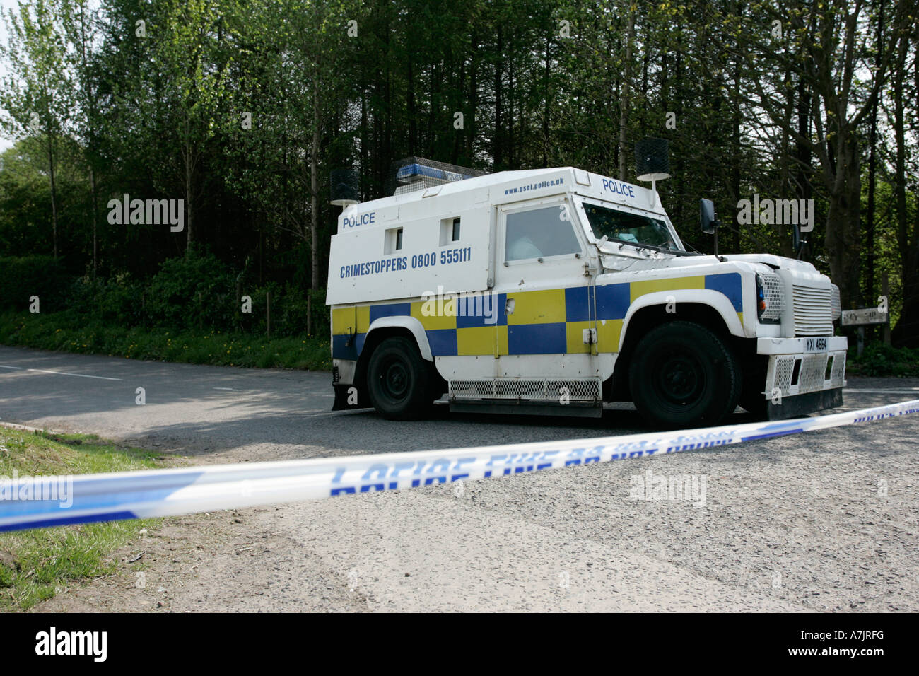 PSNI Land Rover behind police line tape at incident outside Belfast Northern Ireland - Stock Image