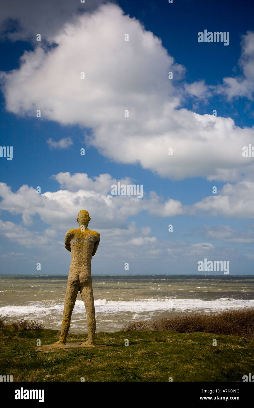 Statue of man looking further west - Stock Image