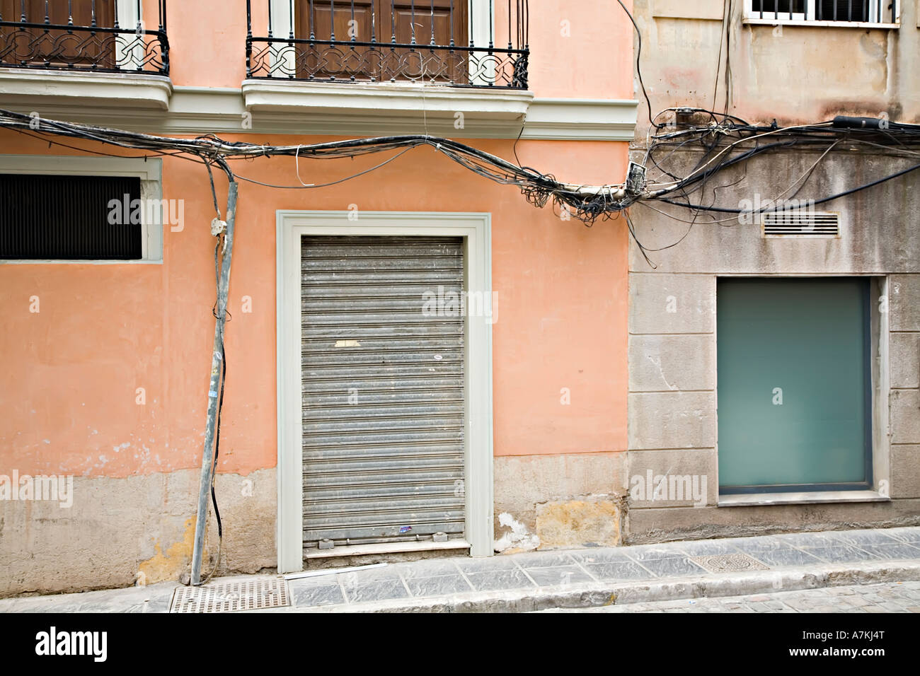 dangerous exposed electrical wiring on outside of house granada rh alamy com outside electrical wiring code outside electrical cable wiring regulations