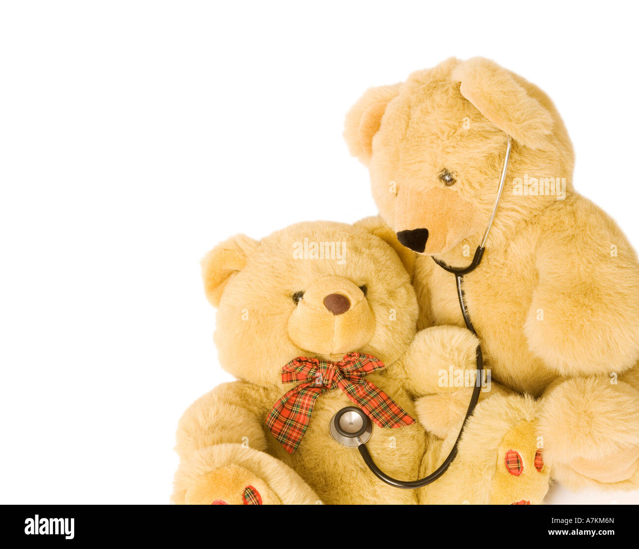 Teddy bears with stethoscope posing as doctor and patient. Ideal to illustrate pediatrics. - Stock Image
