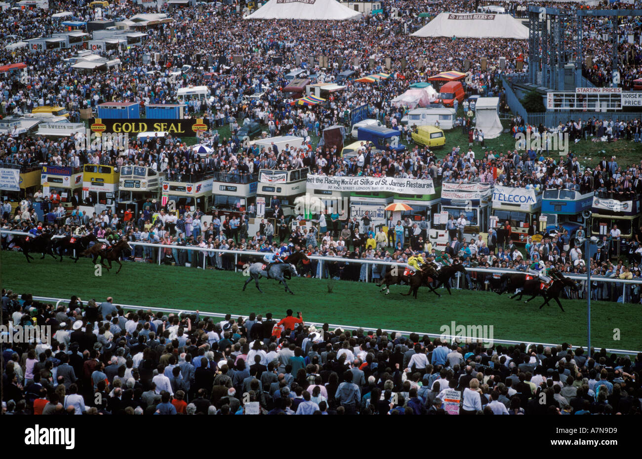 Derby Day horse race racing Epsom Downs Surrey England. The Hill. Circa 1985 HOMER SYKES - Stock Image