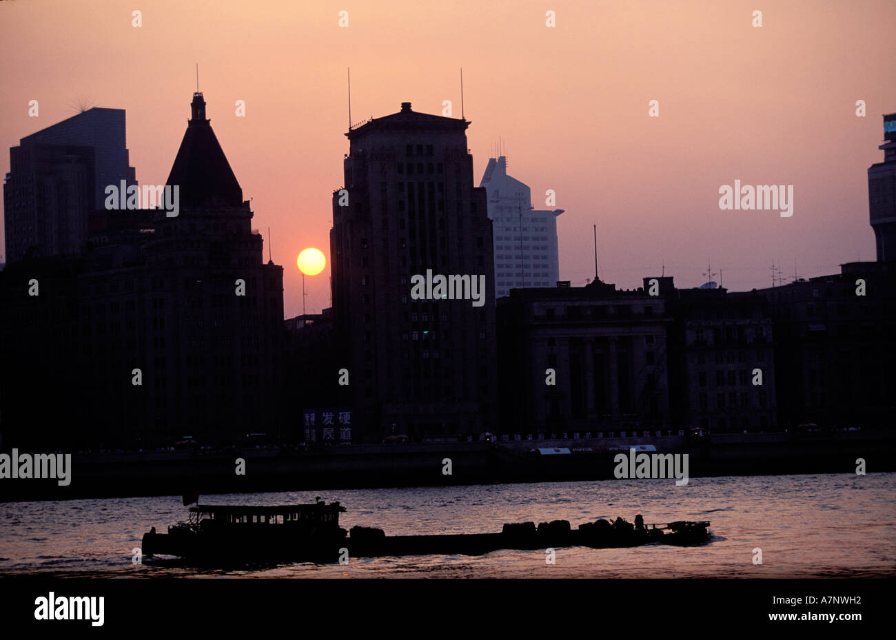 China, Shanghai city, the Bund, symbol of 30's Neoclassical architecture - Stock Image