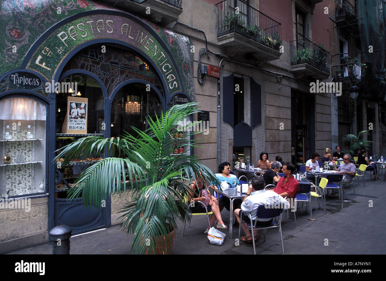 Spain, Catalonia, Barcelona, Las Ramblas, Escribà café and cake shop - Stock Image