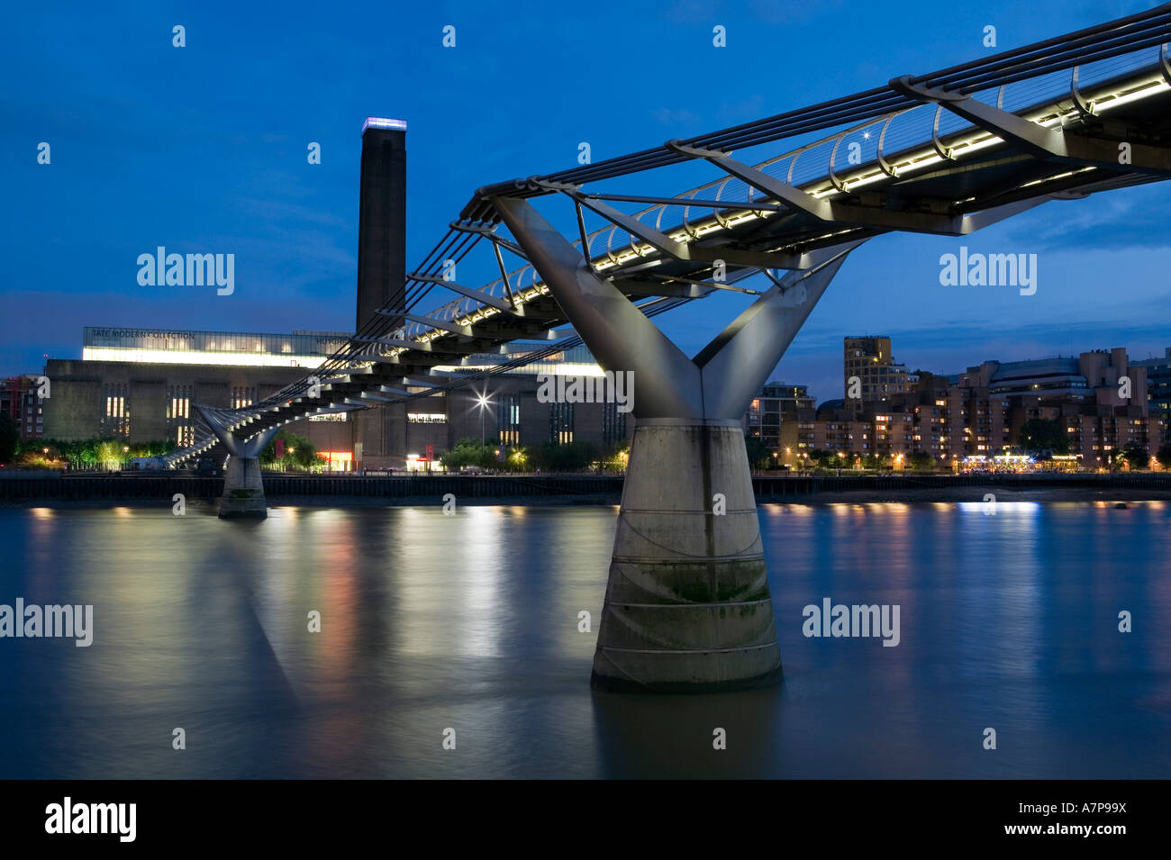 Tate Modern & Millennium Bridge, London, England - Stock Image