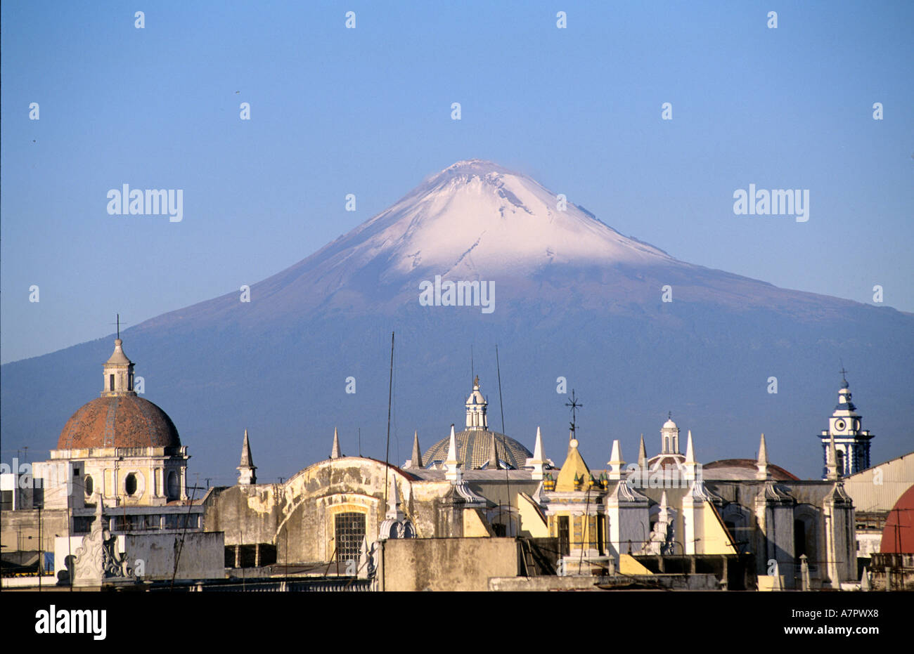 Mexico, Puebla State, Popocatepelt volcano above the Puebla city - Stock Image