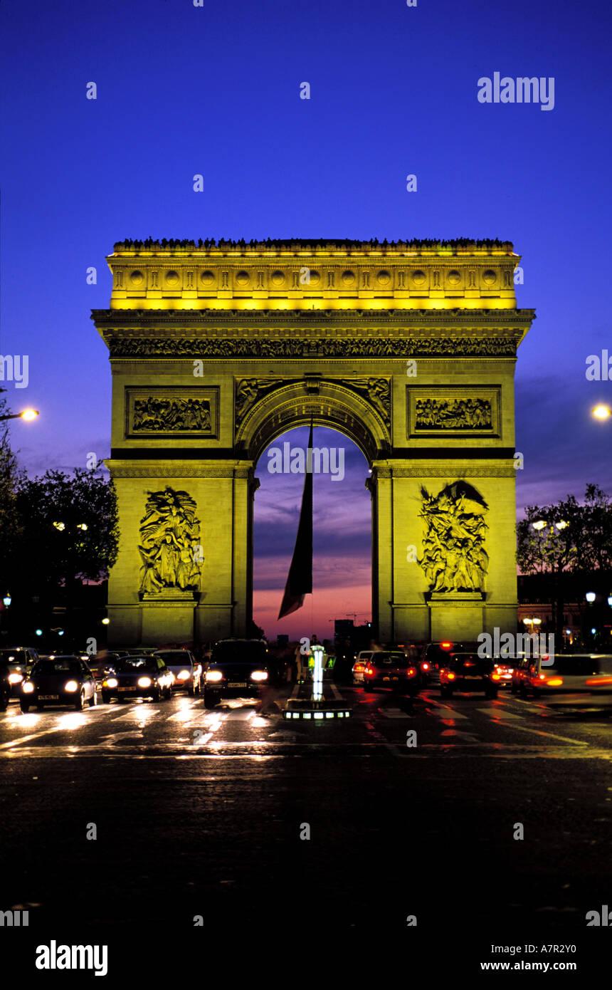 France, Paris, Arc de Triomphe (Triumphal Arch) on Champs Elysees avenue - Stock Image