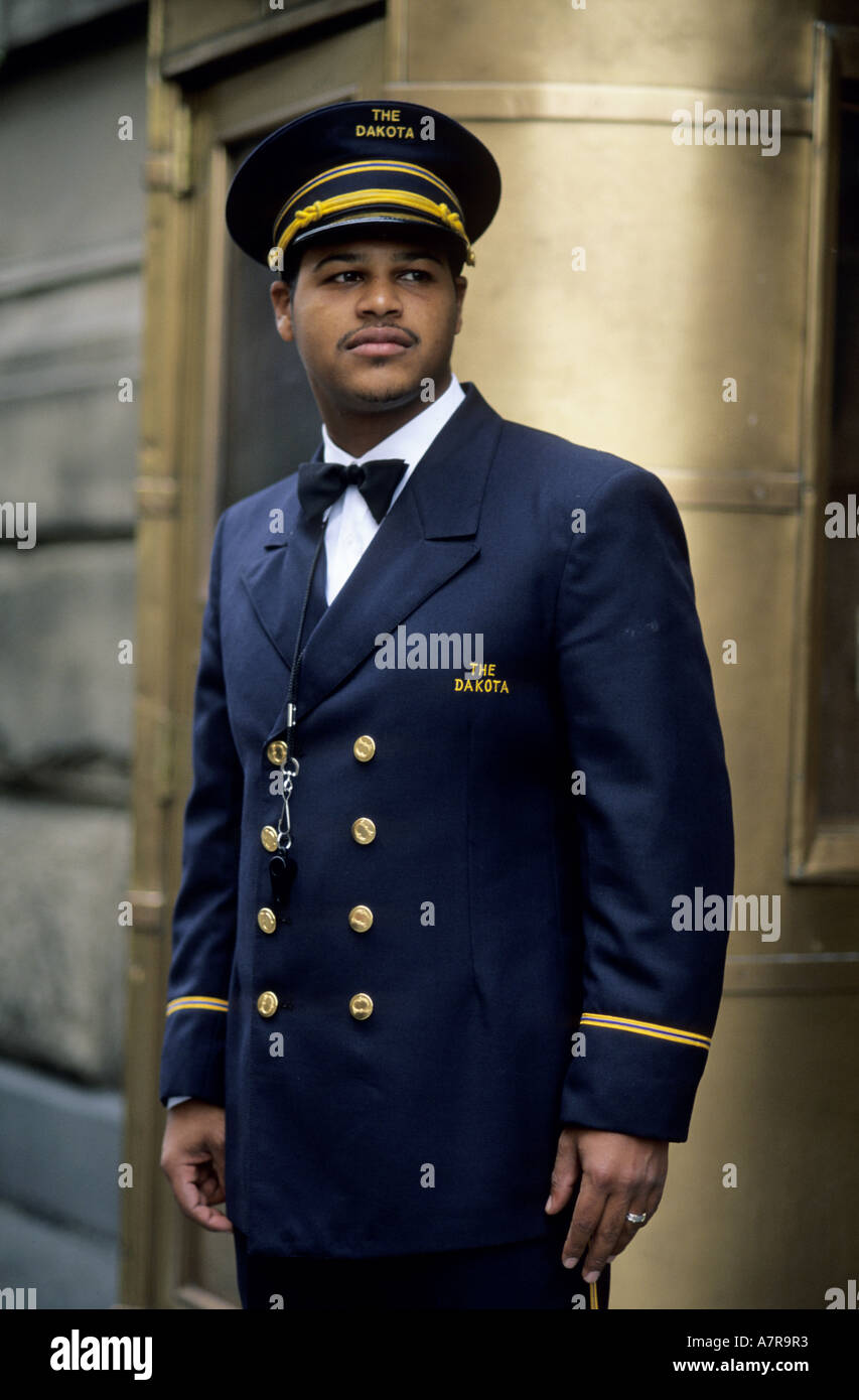 United States New York Manhattan (Upper West Side) doorman in 72nd street Dakota Building (John Lennonu0027s building)  sc 1 st  Alamy & United States New York Manhattan (Upper West Side) doorman in ...