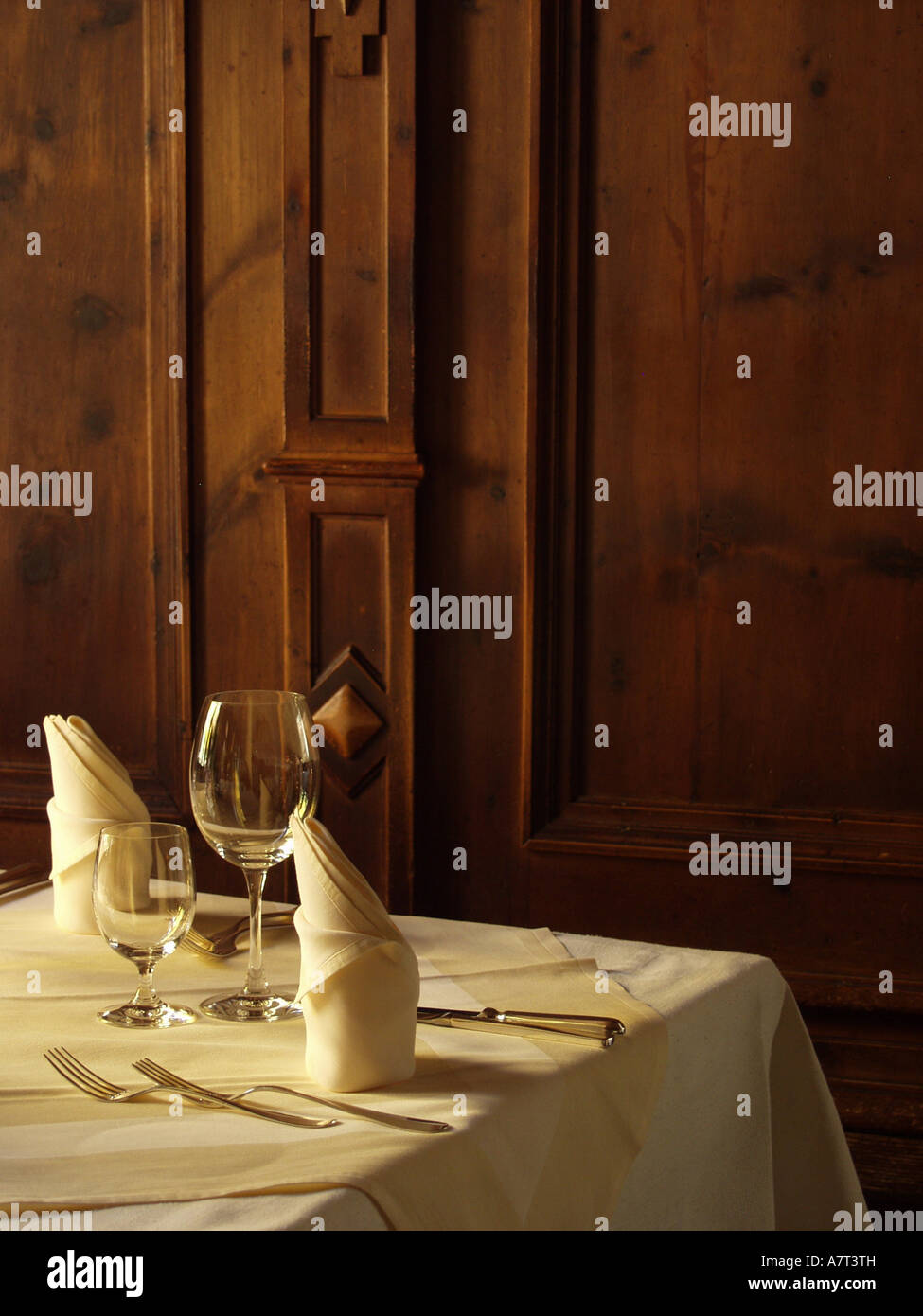 Place setting with folded cloth napkins - Stock Image