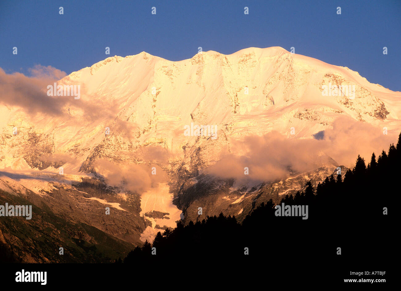 France, Haute Savoie, Dome de Miage in Mont Blanc massif seen from the Val Monjoie - Stock Image