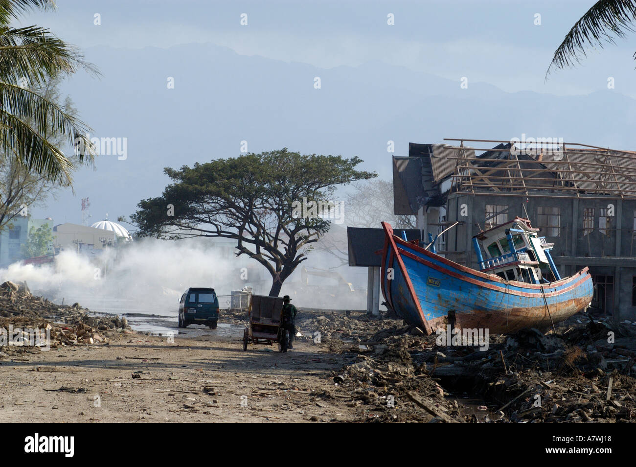 Indonesia Sumatra Banda Aceh Post Tsunami Stranded Boat In City Centre Stock Photo Alamy