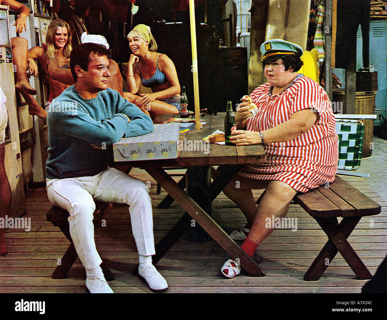 DON'T MAKE WAVES  1967 MGM film with Tony Curtis at left - Stock Image