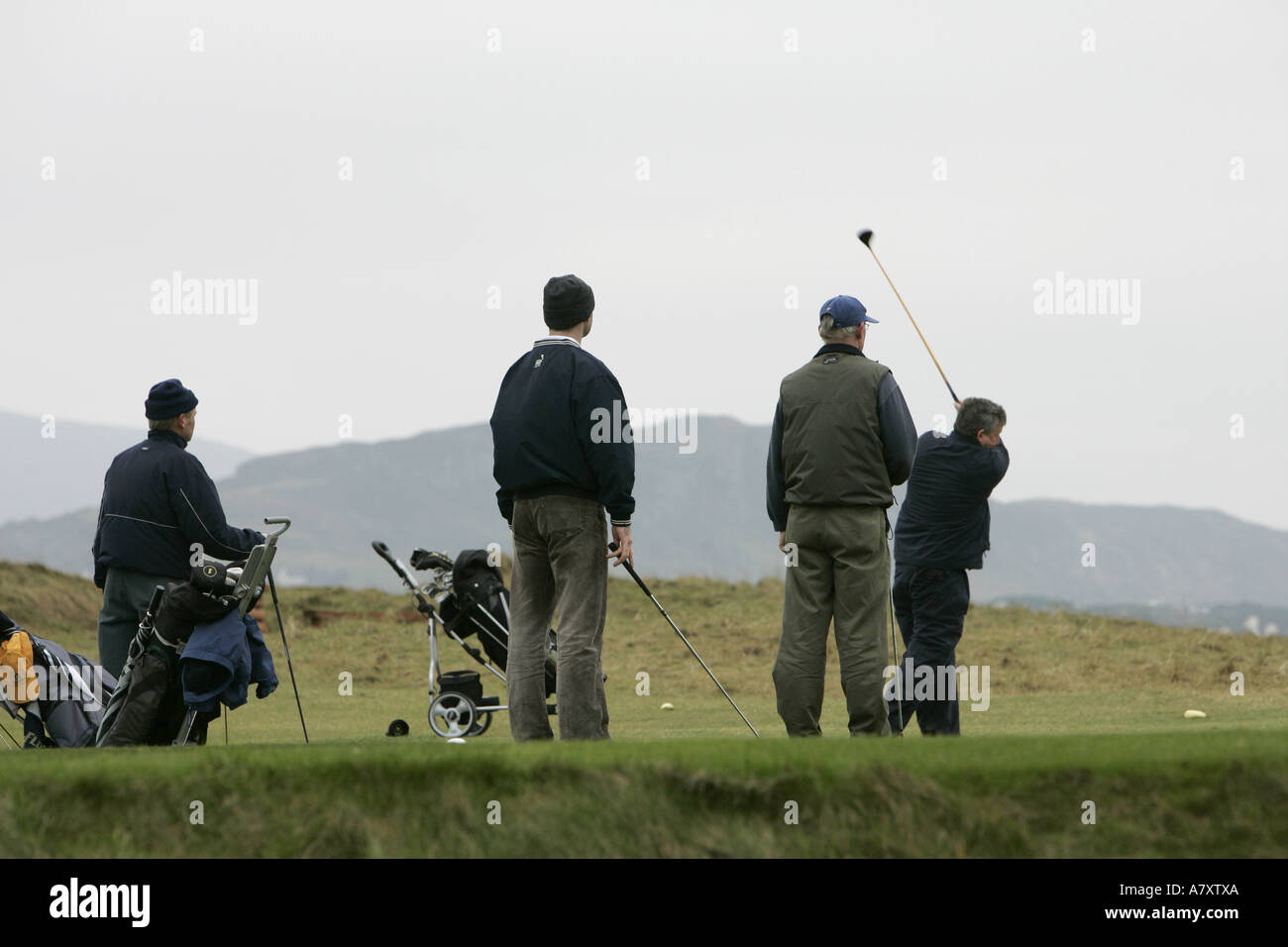 Golfers play a mid winter round on the Dunfanaghy links course near Killyhoey beach Dunfanaghy County Donegal - Stock Image