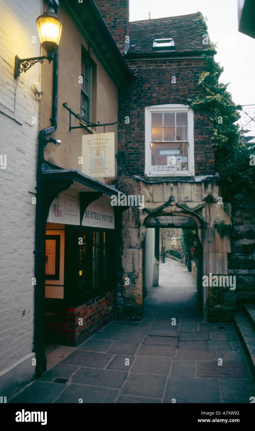 College Court Gloucester with the House of the Beatrix Potter character The Tailor of Gloucester on left - Stock Image