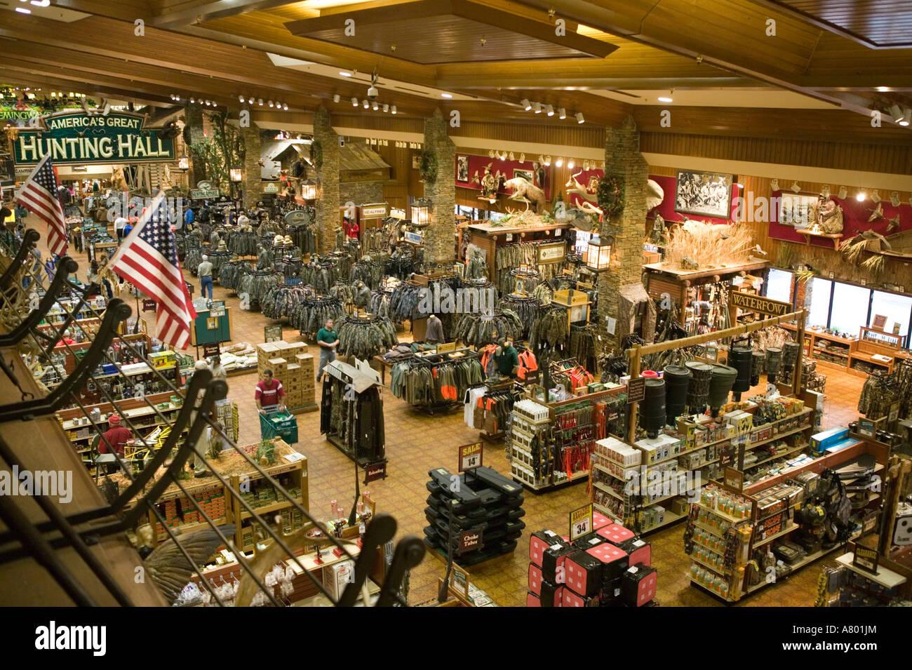 USA, Missouri, Springfield, Bass Pro Shops Outdoor World, outdoor