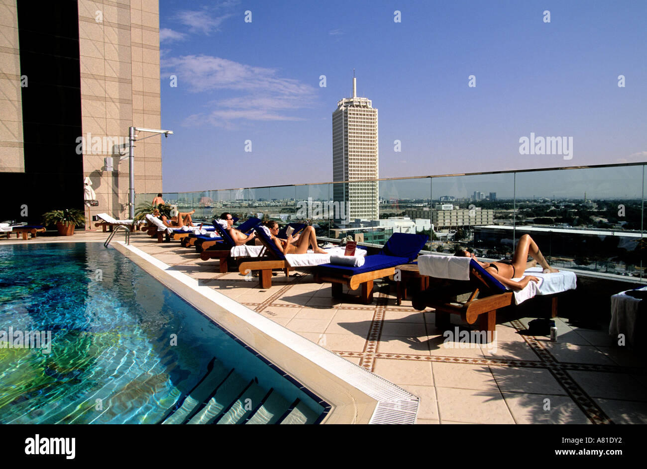 United Arab Emirates Dubai Swimming Pool On The Roof Of Fairmont Stock Photo 6831985 Alamy