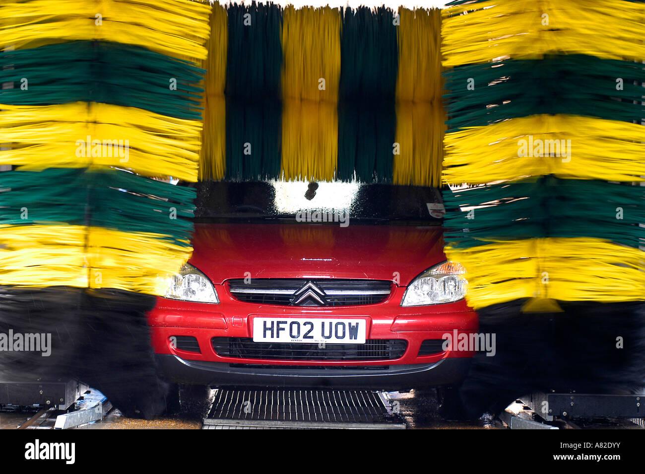 Citroen C5 driving through a car wash - Stock Image