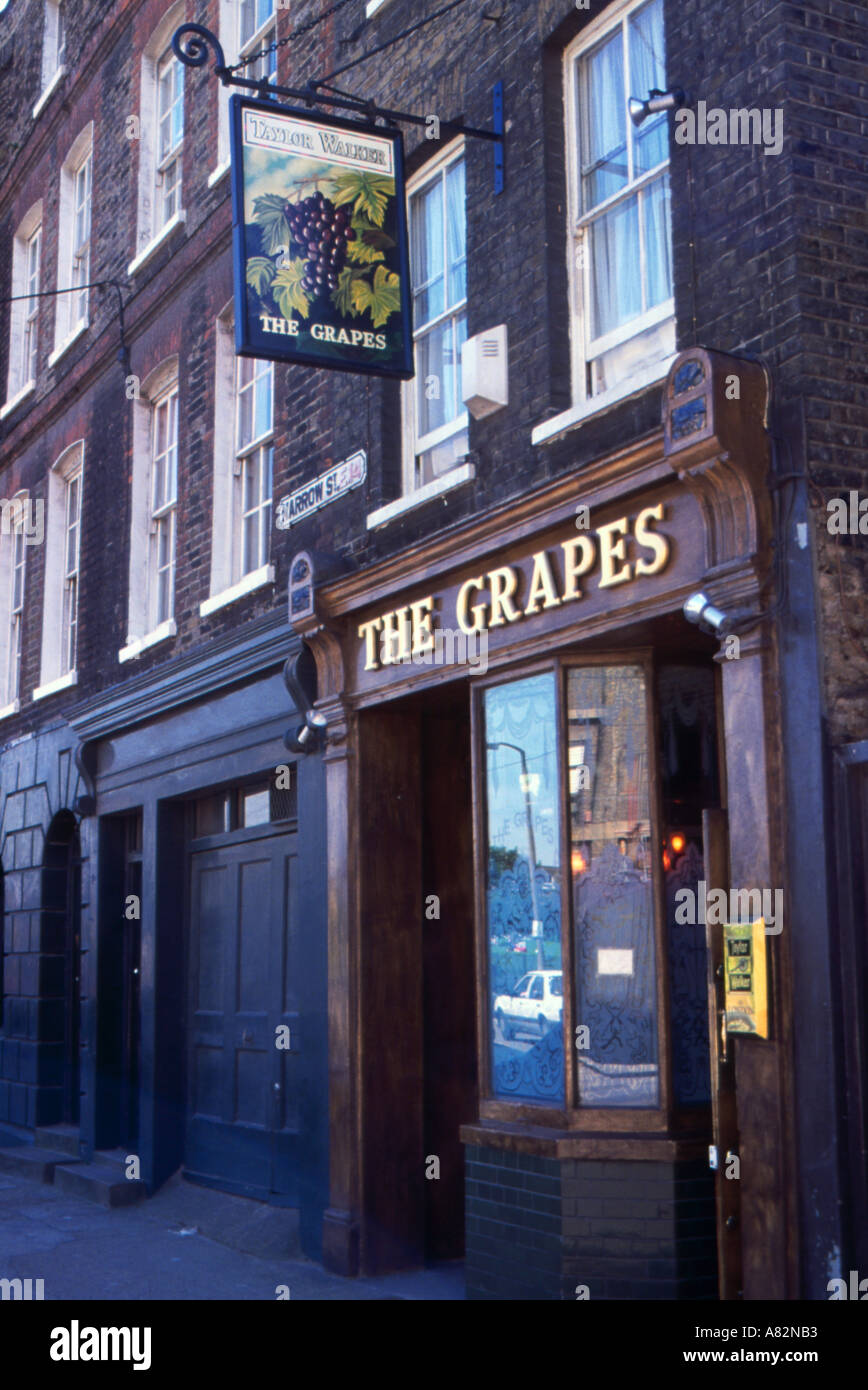 The Grapes public house in Wapping East London - Stock Image