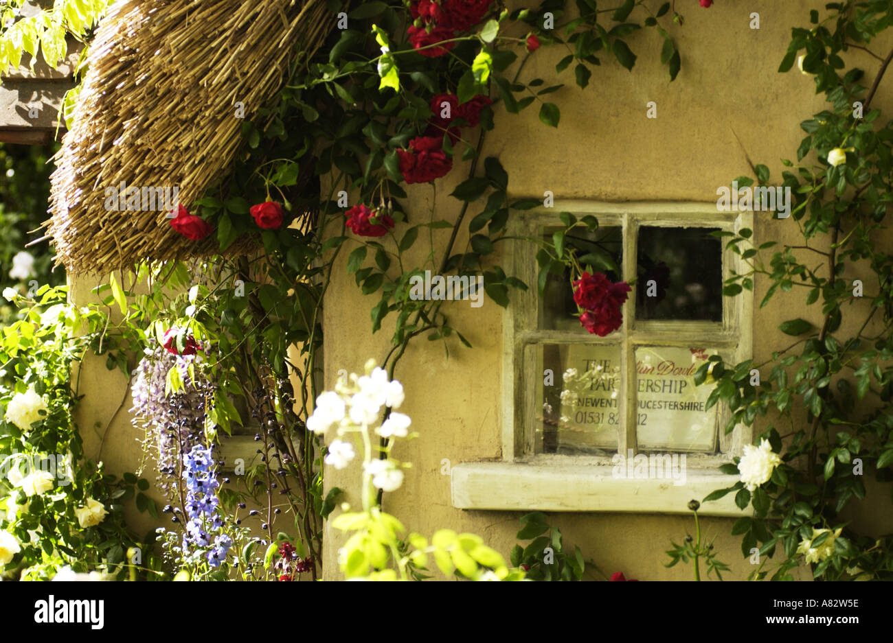 ENGLISH COUNTRY COTTAGE 2005 PIC BY JOHN ROBERTSON - Stock Image