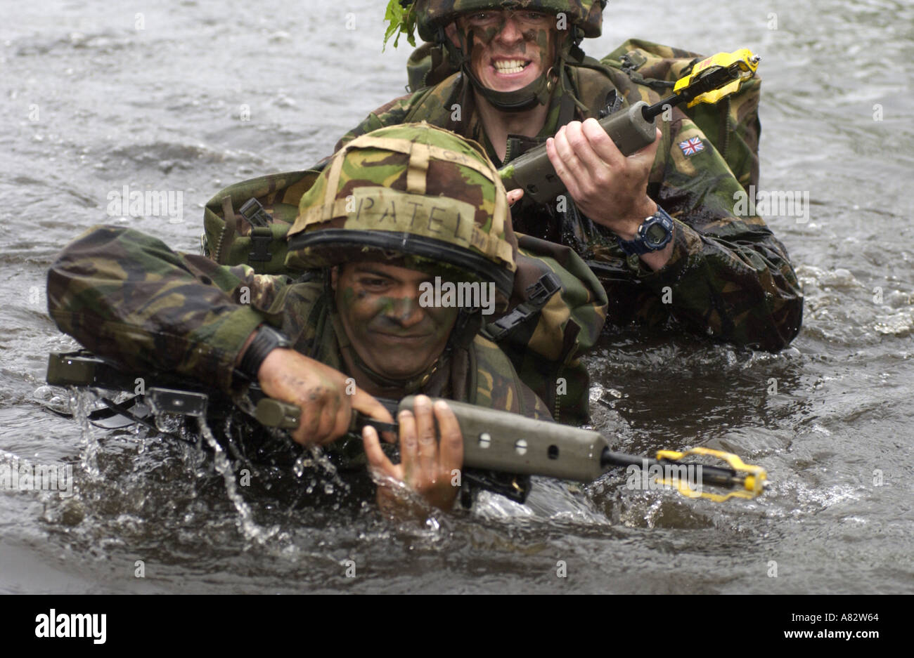 TERRITORIAL ARMY SOLDIERS ON EXERCISE AT SANDHURST ROYAL MILITARY ACADEMY UK 2005 PHOTO BY JOHN ROBERTSON - Stock Image